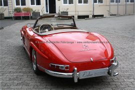 Mercedes-Benz 300 SL Roadster rot